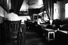 London pub early evening (a.pierre4840) Tags: olympus om3 zuiko 35mm f28 35mmfilm ilford ilfordhp5 hp5 hp5plus pub london england bw blackandwhite noiretblanc dof depthoffield selectivefocus grainy grainyfilm atmosphere atmospheric