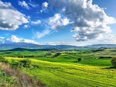 Toscana. Val D'Orcia (etoma/emiliogmiguez) Tags: toscana italia pienza nubes prados colinas cipreses dorcia val