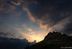 Le Pilat s'éveille (Quentin Douchet) Tags: auvergnerhônealpes france loire nature parcnaturelrégional parcnaturelrégionaldupilat pilat cloud landscape leverdesoleil nuage nuageux paysage soleil sun sunrise