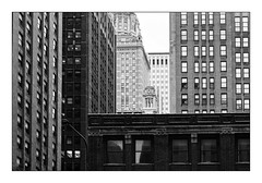 Chicago Building (Jean-Louis DUMAS) Tags: architecture architect architecte architectural architecturale bâtiment building reflecting buildiing chicago sony art batiment sal70200g twop noretblanc tower award monochrome noir blanc black white bn bnw nb ngc usa illinois