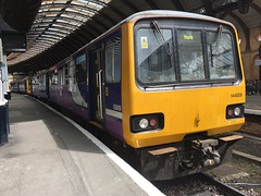 Northern Class 144 (144009) - York (saulokanerailwayphotography) Tags: northern class144 pacer 144009
