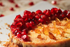 AnaarCheeseCake (QueeN CooL) Tags: pomegranate cheesecake fruit delicious sweet dessert creamy caramel shards crunchy white vanilla red golden colors foodlove loveforfood love homemade