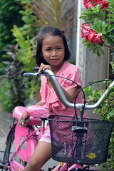 pretty girl on her bicycle (the foreign photographer - ฝรั่งถ่) Tags: pretty girl child bicycle khlong lard phrao portraits bangkhen bangkok thailand nikon d3200