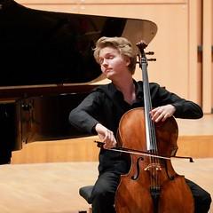 Cellist Carlo Lay | Flame Competition | Paris France (Paul Tocatlian | Happy Planet) Tags: music musician paris concert france candid candidphotography cello cellist carlolay