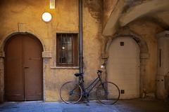 Traboule (JLM62380) Tags: traboule vieuxlyon lyon porte door bike bicycle architecture canut france