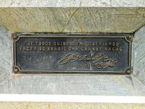 Placa no Monumento ao Bicentenário da Inconfidência
