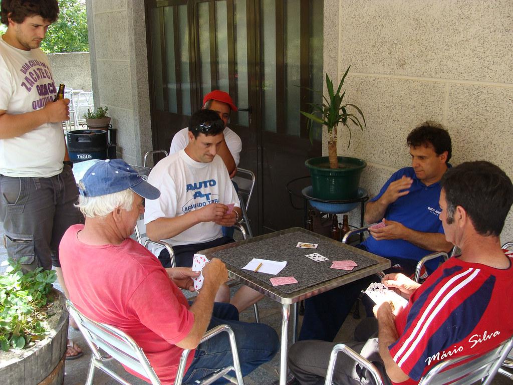 """Águas Frias (Chaves) - ... Uma jogatina de """"sueca"""" na esplanada no café-restaurante """"Russo"""" ..."""