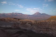 licancabur y valle de la muerte2 (Cristian Benaprés M) Tags: montañas chile canon mountais canon6d sanpedrodeatacama southamerica sunset atardecer shade landscape
