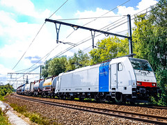 LINΞΛS 186 497 met hupac trein @ Bilzen (Avinash Chotkan) Tags: br186 traxx bombardier hupac trains belgium railpool lineas hoyer simons bertschi bertschiag