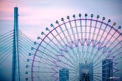 Tempozan Giant Ferris Wheel II (hapePHOTOGRAPHIX) Tags: 392jpn architektur asia asien drausen fujixe3 honshu honshū japan japón kontrastarm osaka osakaprefecture prefecturadeosaka präfekturosaka riesenrad ungesättigt dsplyys ferriswheel grau hapephotographix noria 大阪市 大阪府 本州