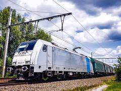 LINΞΛS 186 424-8 met shimmns @ Bilzen (Avinash Chotkan) Tags: lineas bombardier traxx br186 trains belgium cargo shimmns railpool