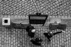 Wegweisend (Deinert-Photography) Tags: streetfotografie deutschland flickr street schwarzweis schwarzweiss blackwhite hamburg citylife streetart streetphoto streetphotography ubanphotography urban