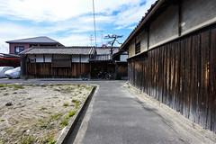 BPC HOUSE (m-louis) Tags: 6713mm j5 nikon1 bicycle blankspace cwvf house japan kaizuka osaka pine street 大阪 家 日本 松 空き地 自転車 臭突 貝塚