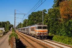 10 juillet 2019 BB 22319-22251 Train 772609 Angoulême -> Bordeaux Sainte-Eulalie-Carbon-Blanc (33) (Anthony Q) Tags: calélundisoiràangoulêmesuiteàunarrachementcaténaireengaredebordeaux lekindervilleneuvebordeauxàétérepritaujourdhuien772609levoiciàsteeulaliecarbonblancaveclabb22319et22251encv 10 juillet 2019 bb 2231922251 train 772609 angoûlême bordeaux sainteeulaliecarbonblanc 33 sncf bb7200 bb22200 bb22319 corail aquitaine acheminement ferroviaire