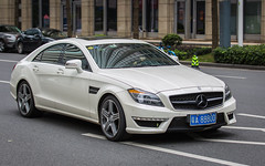 (seua_yai) Tags: chinaguangzhou2019automobile car asia china prc candid people transportation traffic wheels street china2019 mercedesbenz germancar amgcla63