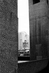 (a.pierre4840) Tags: olympus om3 zuiko 24mm f28 35mmfilm ilford ilfordhp5 hp5 hp5plus bw blackandwhite noiretblanc architecture perspective london england texture framed