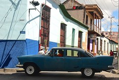Cuba- Santiago (venturidonatella) Tags: cuba santiago caraibi caribbean street strada streetscene streetlife streetphotography colori colors nikon nikond500 d500 car automobile persone people gentes gente