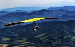 Volo Libero Monte Cucco (R.o.b.e.r.t.o.) Tags: montecucco sigillo gubbio perugia umbria italia italy volare deltaplano parapendio hangglider hanggliding paragliding freefly vololibero colline montagne