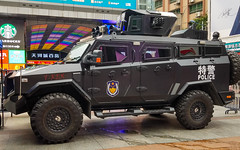 (seua_yai) Tags: chinaguangzhou2019police truck asia china prc candid people transportation traffic wheels street china2019