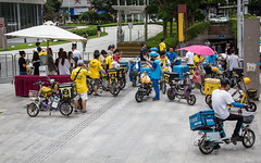 (seua_yai) Tags: chinaguangzhou2019 asia china prc candid people transportation traffic wheels street china2019 motorbike motorcycle