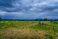 Dunkle Wolken (KaAuenwasser) Tags: landschaft wetter wolken gewitter land wiesen berge sommer 2019 natur waldweg weg pflanzen zaun