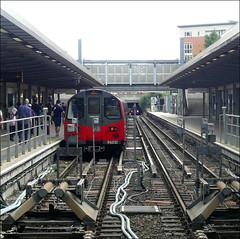 London Underground Train No. 96021 at Stratford (Didimendum) Tags: londonundergroundtrain railwaytrain 96021 stratford railway