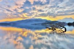 日月潭~雲映晨彩~  Sun moon lake Sunrise (Shang-fu Dai) Tags: 台灣 taiwan 日月潭 南投 魚池 nikon d800e afs1635mm sunrise clouds 倒影 日出 sunmoonlake landscape reflection happyplanet asiafavorites