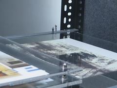 Diep (Merodema) Tags: stellage poppetjes rand kijken kunst art deep edge