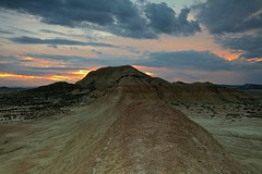 Tormenta en el cielo (pascual 53) Tags: canon 5ds 1635mm bardenasreales largaexpo lee lucroit parquenatural desierto navarra arguedas tormenta pascual53