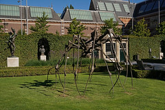 Museumplein - Amsterdam (Netherlands) (Meteorry) Tags: europe nederland netherlands holland paysbas noordholland amsterdam zuid south sud rijksmuseum museumplein museum garden jardin art sculpture exhibition grass pelouse lawn summer été spidercouple louisebourgeois bronze bronse june 2019 meteorry