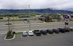 View from our room at Hampton Inn, Butte, MT (SomePhotosTakenByMe) Tags: parking parkplatz auto car butte stadt city usa america amerika unitedstates montana indoor hamptoninn hilton hotel