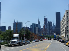 201906120 New York City Midtown and Queens (taigatrommelchen) Tags: 20190625 usa ny newyork newyorkcity nyc manhattan queens midtown sky icon city skyline building street