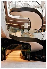 Elegant II   elegance II (frodul) Tags: architektur gebäude geländer gestaltung innenansicht kurve linie treppe step stair stairrail stairway staircase berlin astoria stufe