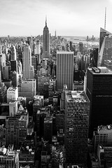 Downtown (Nathalie Falq) Tags: nyc newyork monochrome noiretblanc manhattan fujifilm paysage paysageurbain formatportrait xf1855mmf284rlmois fujifilmxt2 building architecture immeuble
