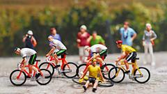 Tiny People - Tour de France - immer wieder Stürze (J.Weyerhäuser) Tags: 187 fun h0 preiser radfahrer rennrad tinypeople tourdefrance