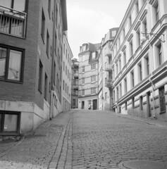 Mätaregatan (rotabaga) Tags: sverige sweden svartvitt göteborg gothenburg blackandwhite bw bwfp mellanformat mediumformat lomo lomography lubitel166 fomapan fomadon r09 120 6x6 twinlens