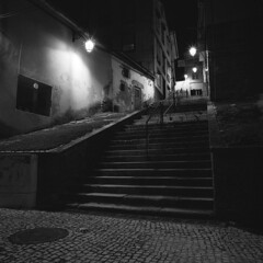In the quiet of the night (lebre.jaime) Tags: portugal beira covilhã analogic mediumformat mf film120 bw blackwhite noiretblanc pb pretobranco nocturnal nightphotography architecture street stairs houses 6x6 squareformat kodak trix120 trix iso800 tx hasselblad 500cm distagon cf4050fle epson v600 affinity affinityphoto ptbw