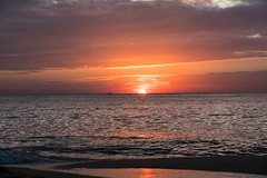 Sunset over Gulf of Thailand (Frank KR) Tags: andaman sea sunset sundown sun sonnenuntergang clouds wolken see meer sonne strand beach sel1670z