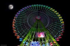 Diferentes emociones (ricardocarmonafdez) Tags: imagination imaginacion amusementfair atracciones luces lights oscuridad darkness luna moon noria bigwheel ferriswheel fantasia fantasy contraste contrast nikon