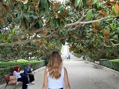 Debajo de los magnolios... (Nora077) Tags: magnolia people madrid noratoth