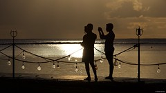 IMGP6633 Selfie at sunset (Claudio e Lucia Images around the world) Tags: maradiva flicenflac mauritius pentax pentaxk3ii pentaxcamera pentaxart tamron tamron70200 tamronart tamronlens sea sunset silhouette africa