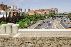 Panoramic view Madrid. M30 motorway (Lea Ruiz Donoso) Tags: madrid tráfico centrodelaciudad downtown paisajeurbano autovía puntodevista espacio cielo carretera puente arquitectura edificio ciudad rascacielos skyscrapers torre urbana windows busy cityscape capital skyline infraestructuras vehículos cars mural m30 autopista