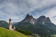 Die Kirche St. Valentino in Seis (jürgenmilnik) Tags: italien italia dolomiten dolomiti seis schlern kirche nikon nikond7200 natur landschaft landscape