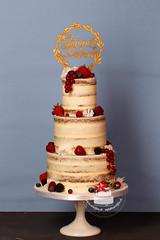 AJ1E9303_1.jpg (toertlifee) Tags: törtlifee 2019 nakedcake hochzeitstorte weddingcake berries beeren blüten topper holz