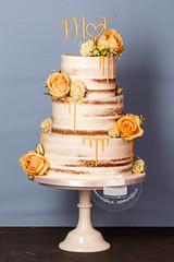 AJ1E9297_1.jpg (toertlifee) Tags: törtlifee 2019 nakedcake weddingcake hochzeitstorte gelb dripcake echteblumen topper initialen holz