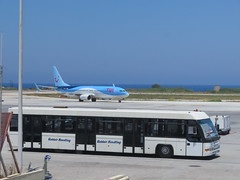 Airport Bus at Rhodes and TUI 737 800 (deltrems) Tags: aeroplane jet plane aviation rodos rhodes greek greece island diagoras bus public transport airside shuttle tui thomsons