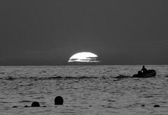 (Joan Pau Inarejos) Tags: atardecer capvespre cala port benirràs benirrás tambors tambores sunset crepuscle bocanit ocàs ocaso sun sol belleza blanco y negro blanc negre black white