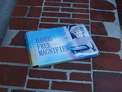 Hands Free (mkorsakov) Tags: dortmund city innenstadt klinikviertel lupe magnifier verpackung package produkt ware a11y