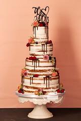 AJ1E9373_1.jpg (toertlifee) Tags: törtlifee 2019 nakedcake chocolatedrip weddingcake hochzeitstorte blumen beeren rosen topper mrmrs