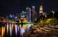 Singapore lights (Antoni Figueras) Tags: singapore asia cityscape night skyline skyscrapers nightscape reflections river people fullerton antonifigueras sonya7riii sony1635f4